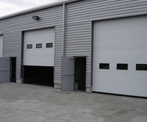 commercial garage door services in Toronto